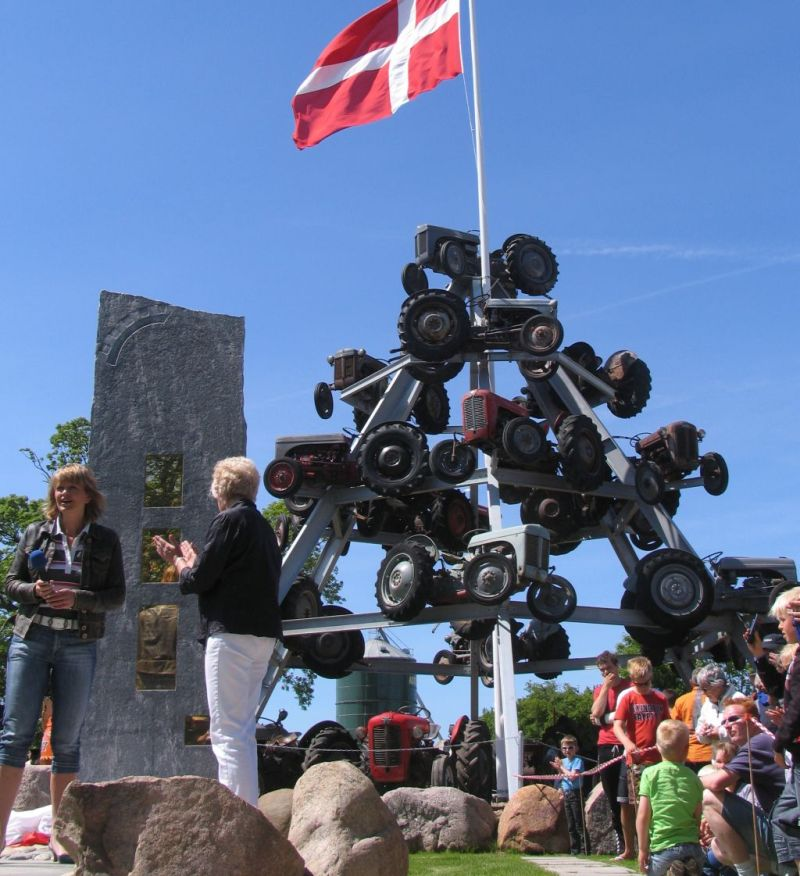 indvielse-skulptur-2009-eva-kjaer.jpg (800×876)